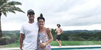 Image of Chris Hemsworth photobombing a sweet couple