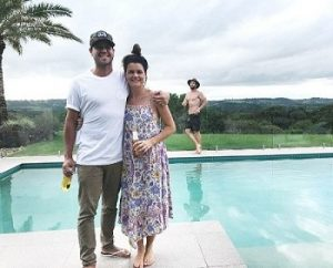 Image of Chris Hemsworth Photobombs Friend At The Pool