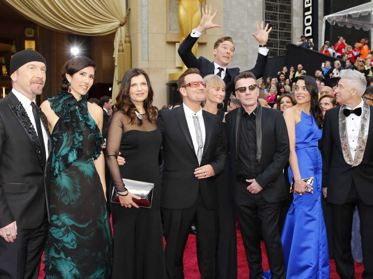 Image of Benedict Cumberbatch Photobomb
