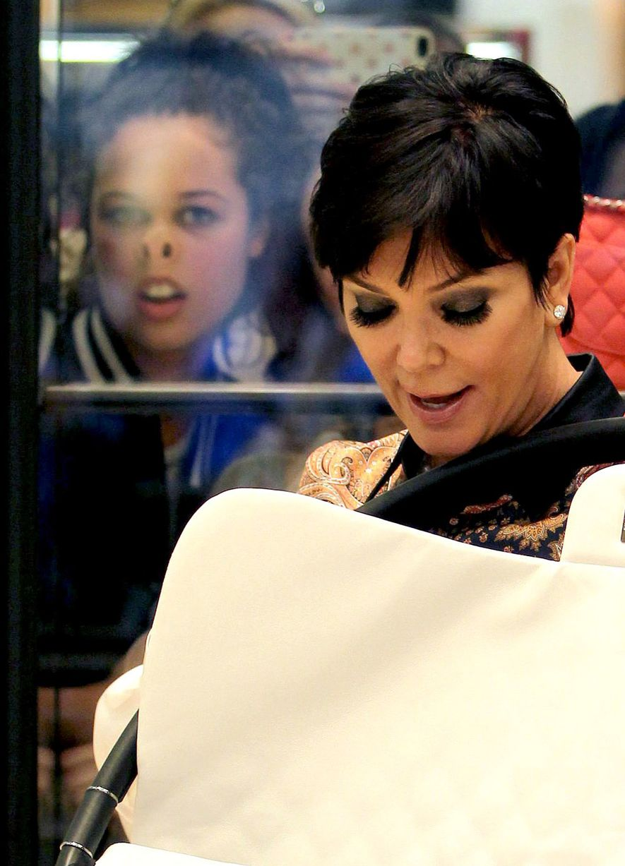 Image of Kris Jenner Photobomb