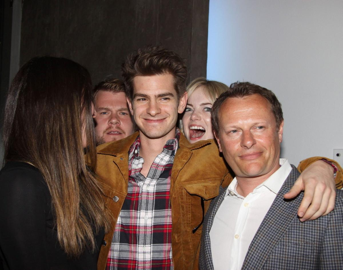 Image of Emma Stone Photobombs