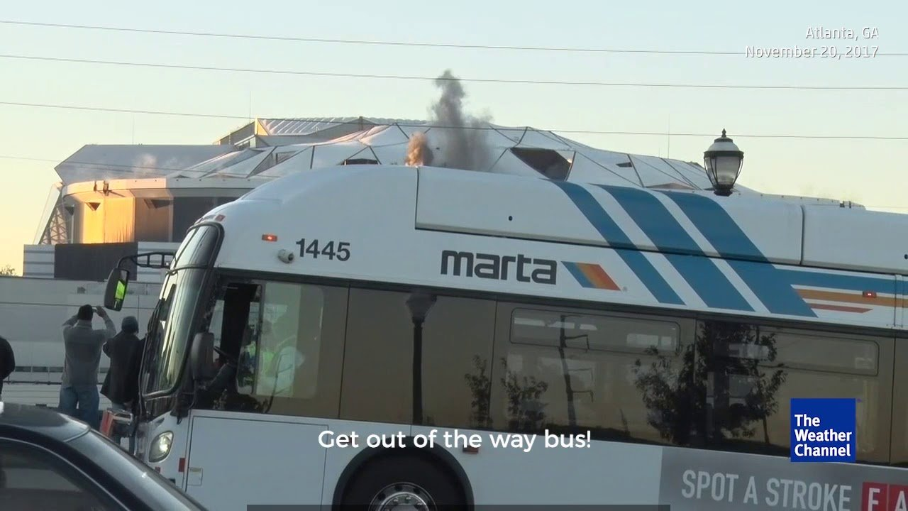 Image of City Bus Photobombs Georgia Dome Implosion